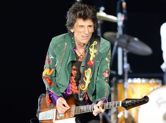Ronnie Wood returns to stage for the first time following his battle with lung cancer