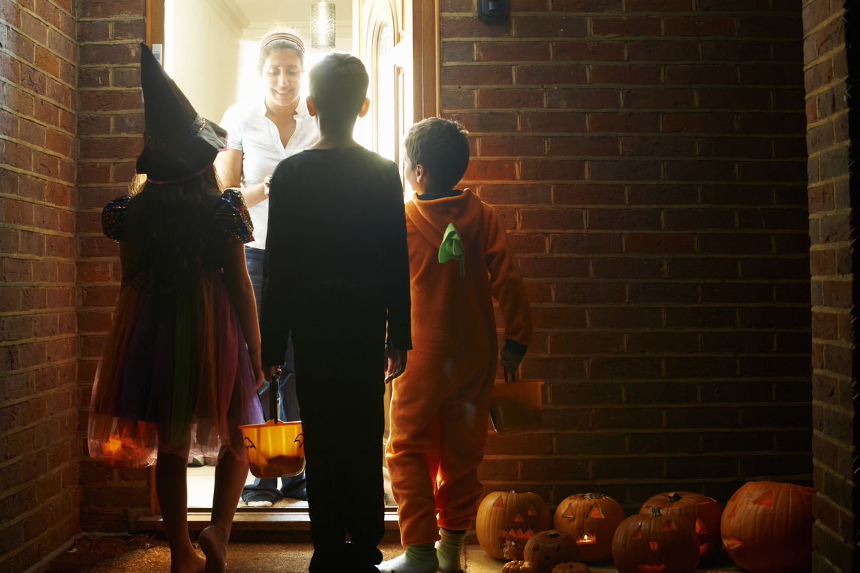 What time does trick or treating start in the US?