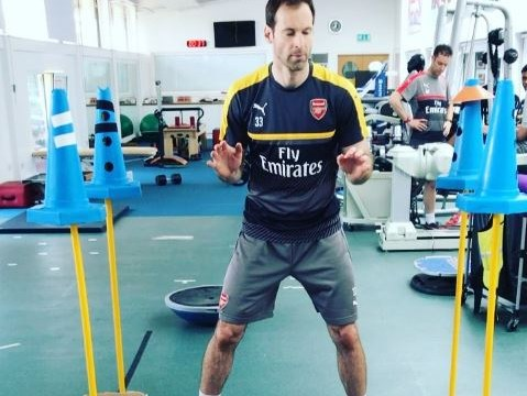 Petr Cech shows off amazing reactions in bizarre training drill