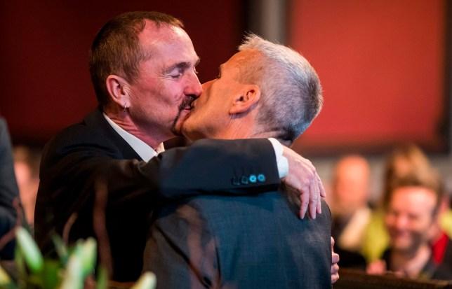sex kiss couple