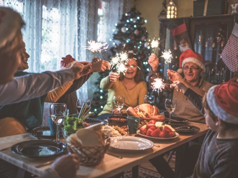 Lonely widower receives hundreds of invites to Christmas dinner after leaving a note in a supermarket