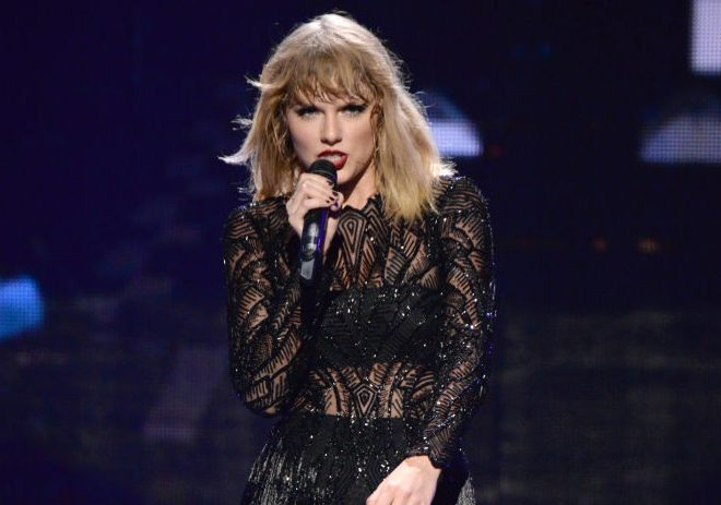 Taylor swiftly scoops her third number one on the UK official albums chart with Reputation
