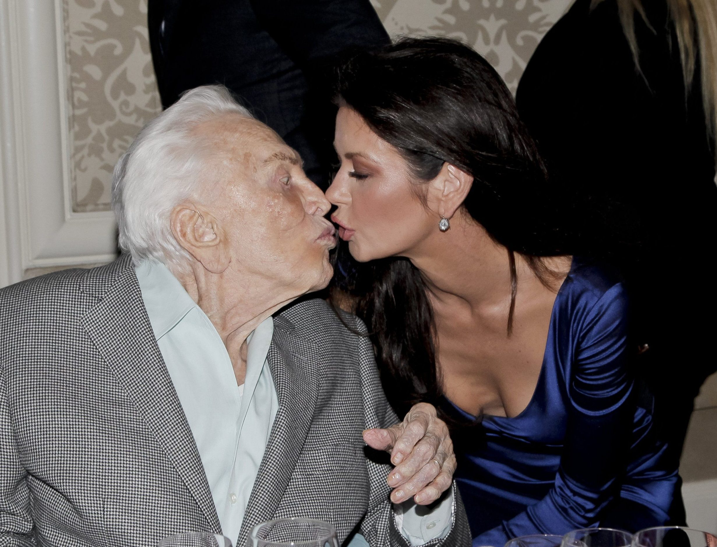 Catherine Zeta Jones kisses movie legend father in law Kirk Douglas, 100, at rare family outing