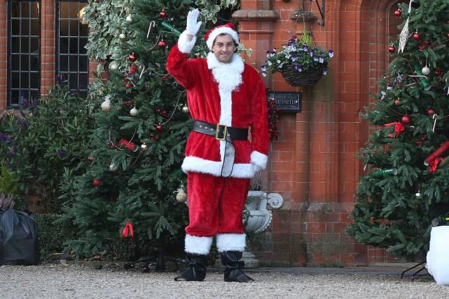 Christmas Eve Dresses.Arg Dresses Up As Santa For Christmas Special After Night