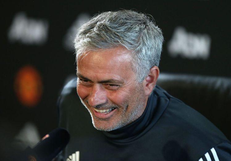 Manchester United to offer Henrikh Mkhitaryan in exchange for Alex Sandro