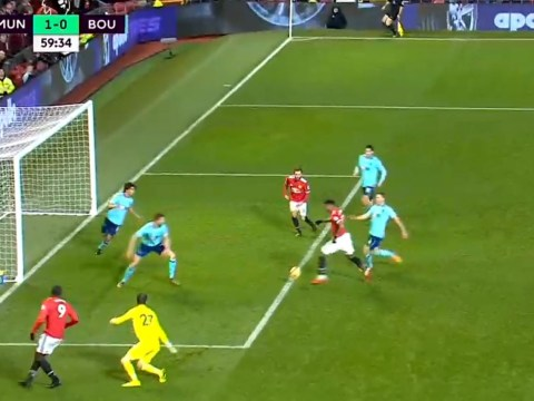 Anthony Martial ruins amazing goal-scoring opportunity for Manchester United