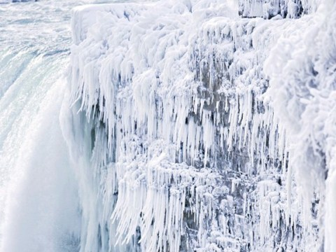 Niagara Falls has frozen over because it's so cold in America