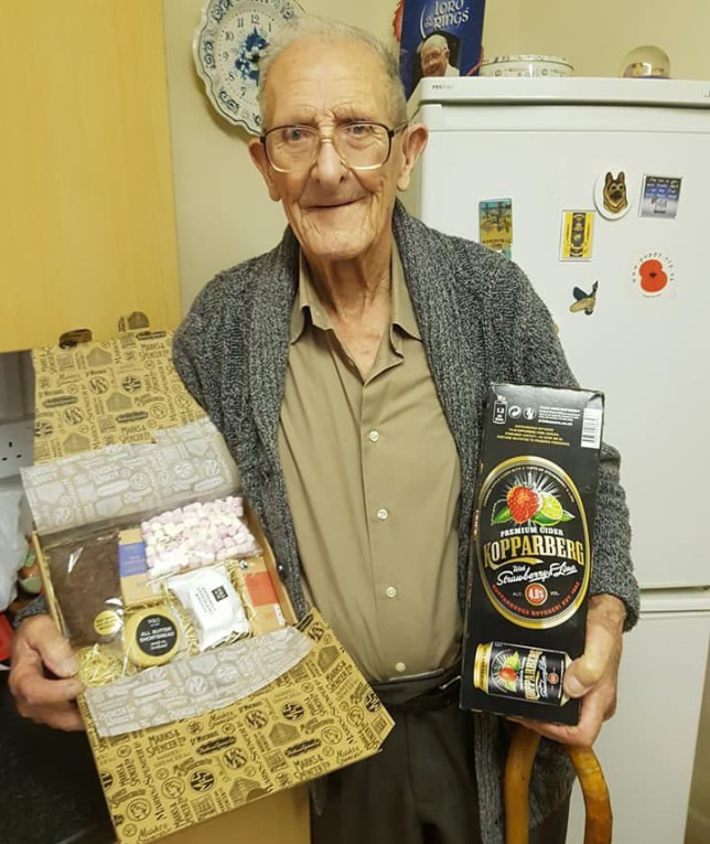 WWII veteran overwhelmed with Christmas cards after social media appeal