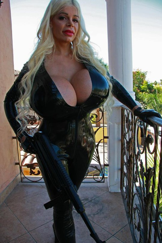 Pic shows; Martina Big. '
