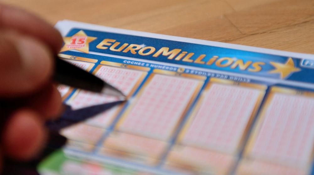 Tonight's EuroMillions lottery draw jackpot is £141,000,000