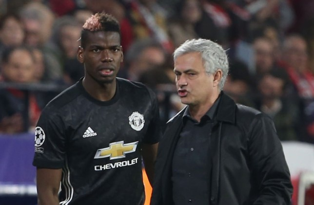 Jose Mourinho of Manchester United speask to Paul Pogba