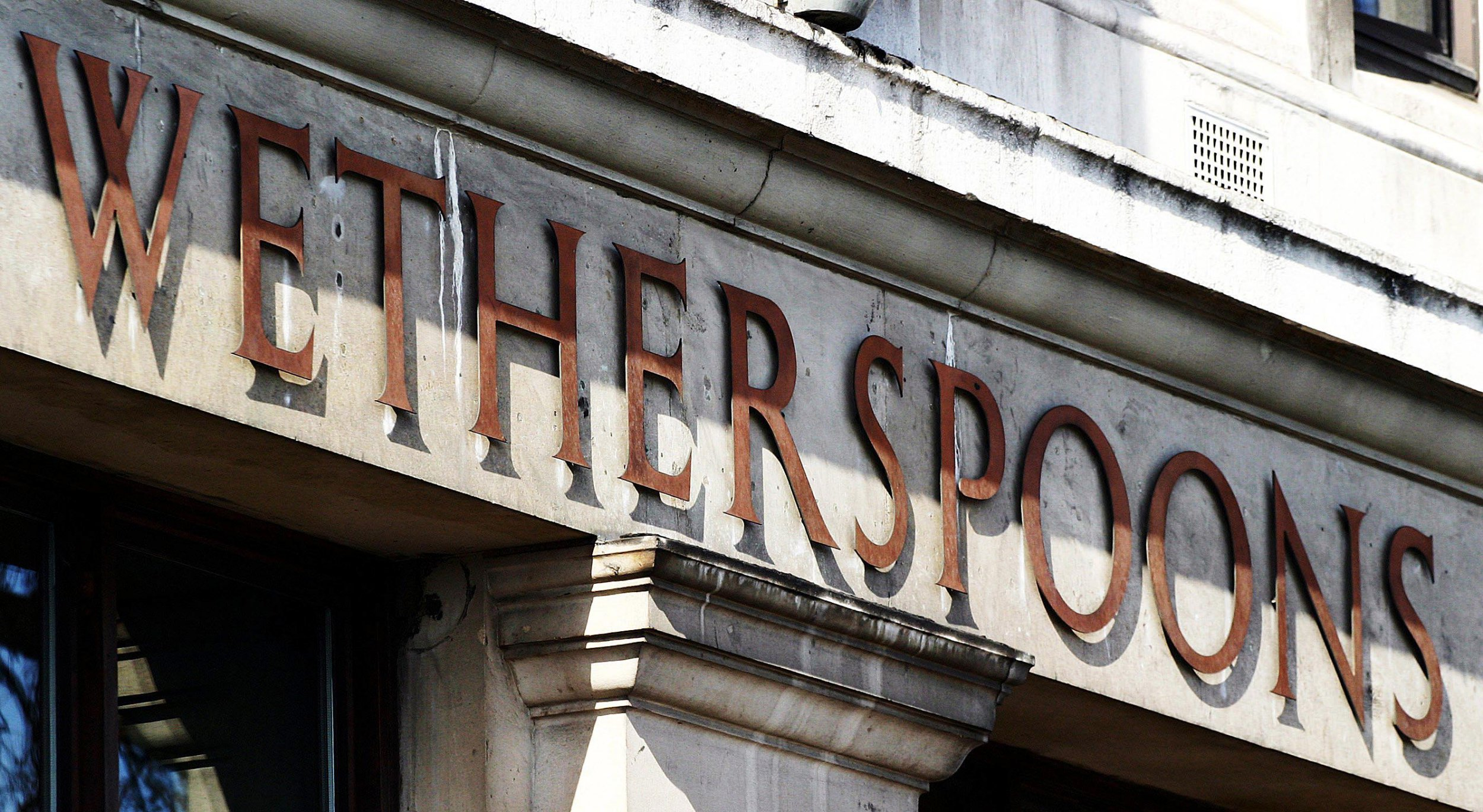 What time does Wetherspoons do breakfast