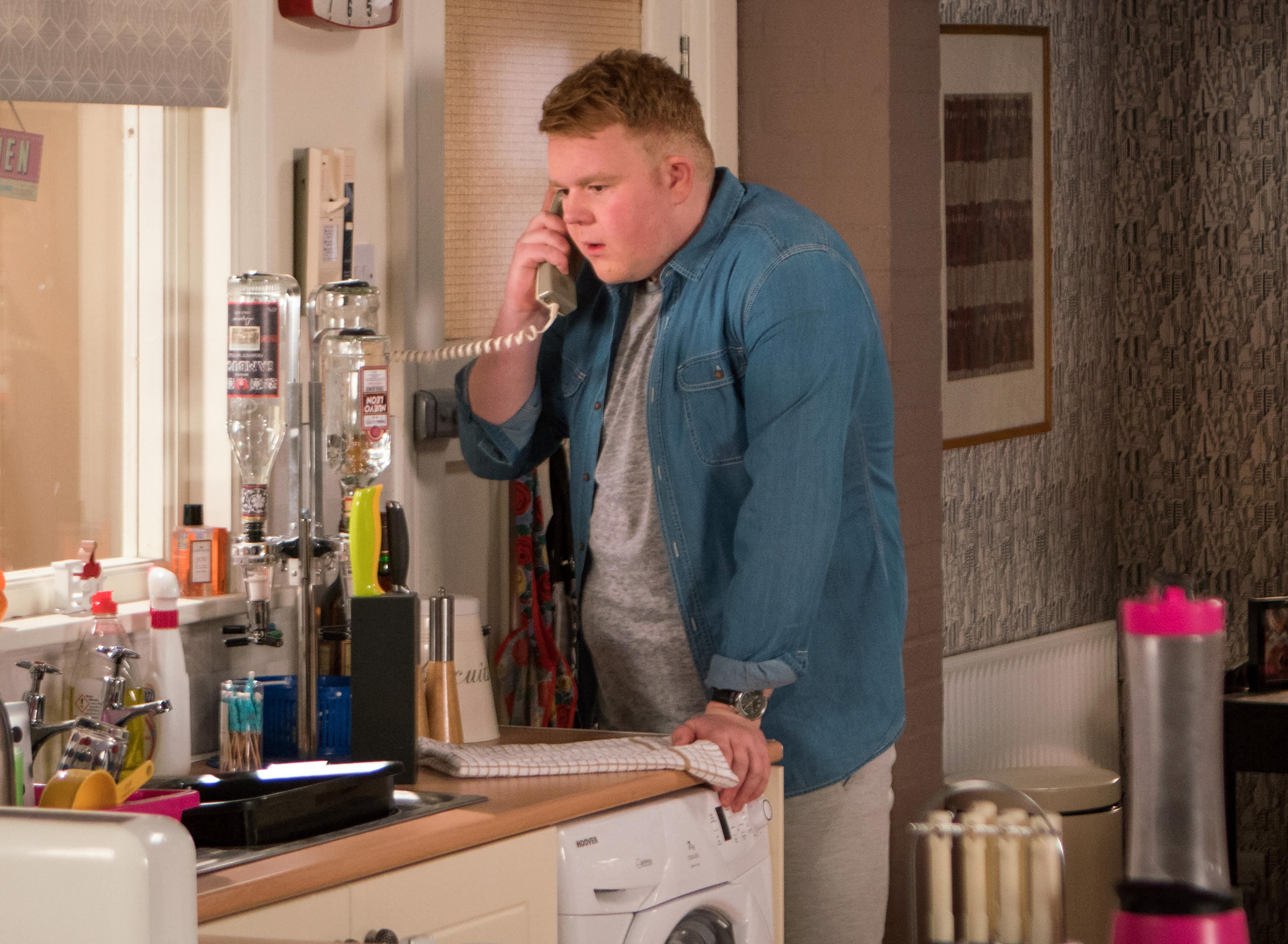 Craig breaks down in Coronation Street