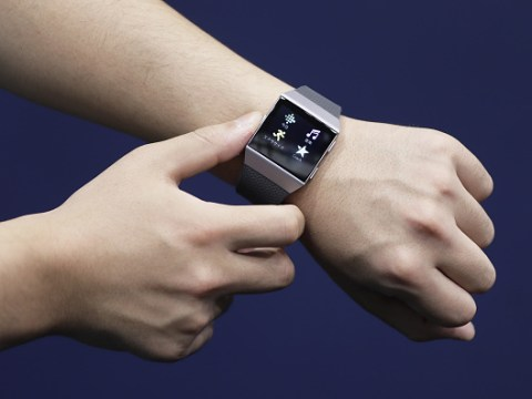 How to change the time on a Fitbit