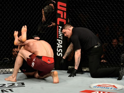 Paul Craig pulls off stunning comeback with last-second triangle choke at UFC London