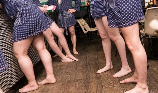 Hombres de toga - solo piernas