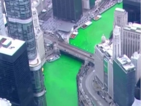 Chicago dyes entire river green for St Patrick's Day