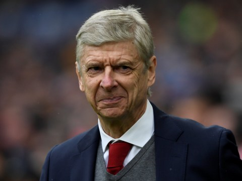 Arsene Wenger tells Arsenal coaching staff he will not step down this summer
