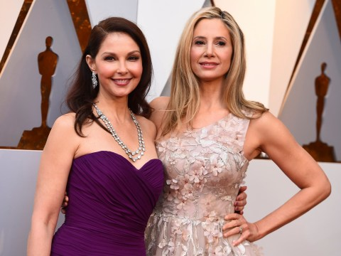 Ashley Judd and Mira Sorvino represent Time's Up at the 2018 Oscars as each other's dates