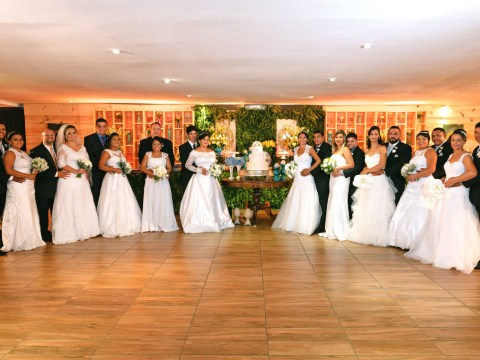 A newlywed couple paid for 20 other people to get married