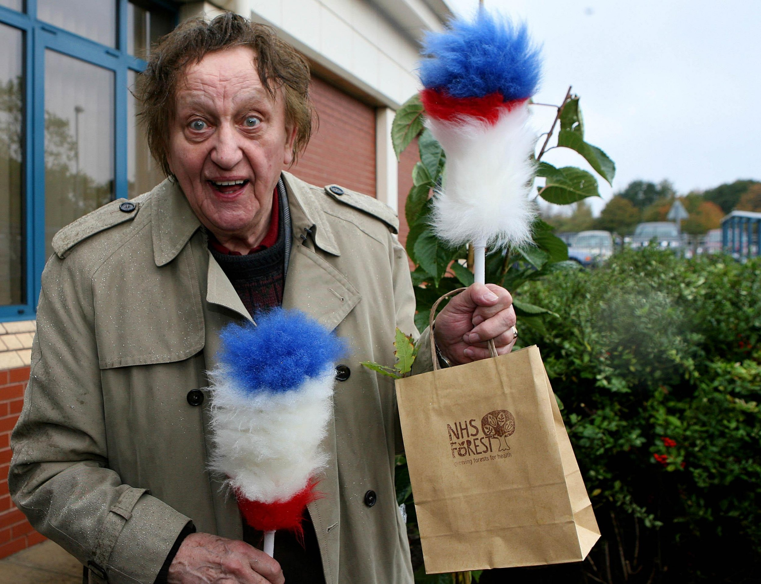 Where is Knotty Ash and Ken Dodd's house as his funeral procession takes place?