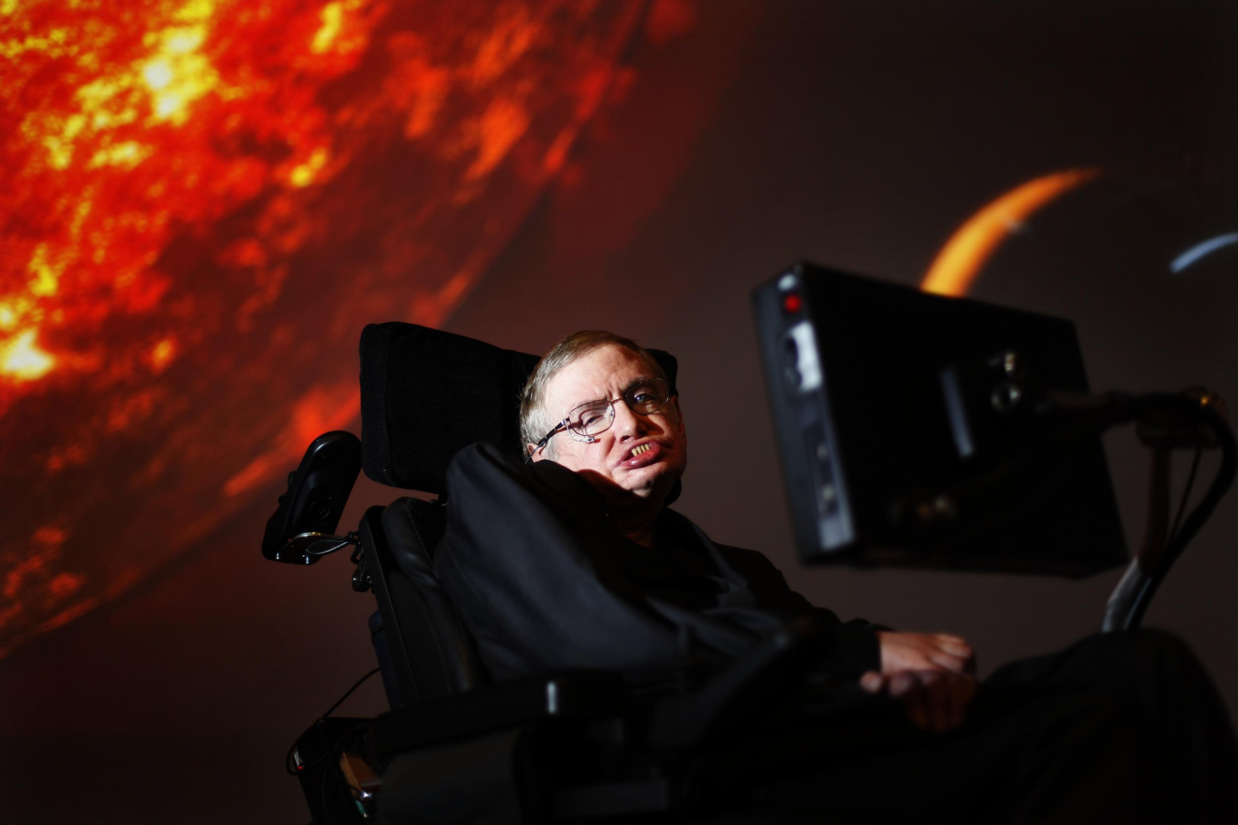 Where was Stephen Hawking born and where did he live?