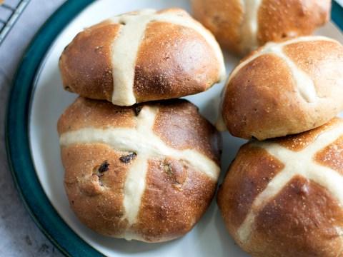 Easter 2018: How to make vegan hot cross buns
