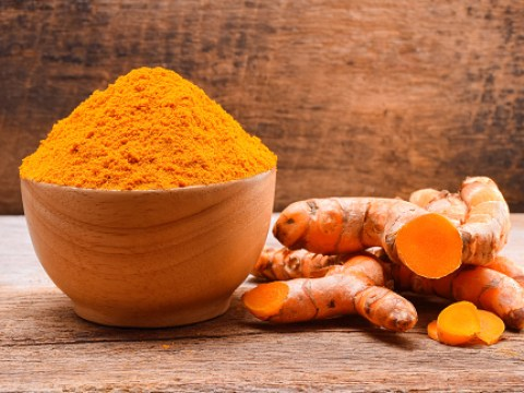 Woman uses turmeric oral spray to alleviate symptoms of chronic Lyme disease