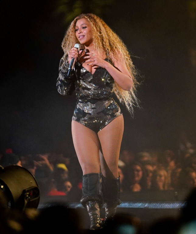 beyonce suffers wardrobe malfunction at coachella doesn't