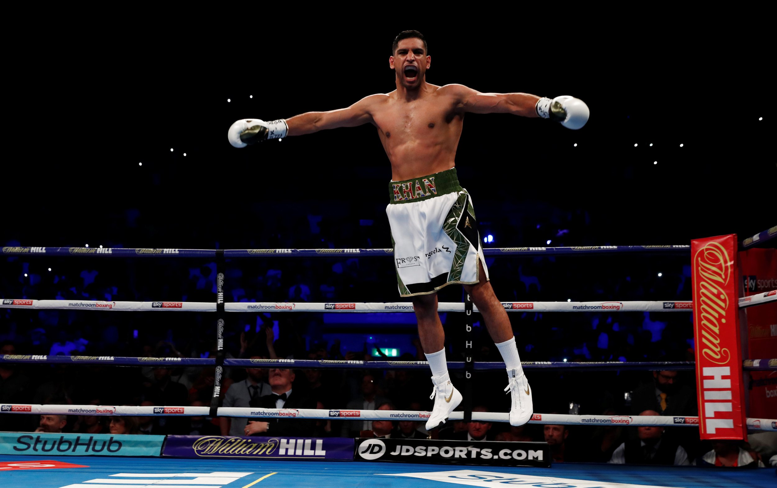 Amir Khan takes 39 seconds to score first KO in six years against Phil Lo Greco