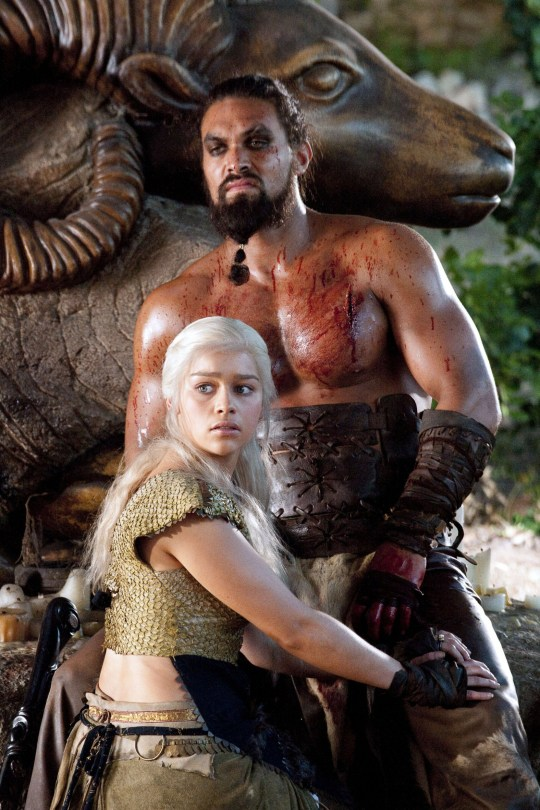 No Merchandising. Editorial Use Only. No Book Cover Usage. Mandatory Credit: Photo by HBO/Kobal/REX/Shutterstock (5886225bw) Emilia Clarke, Jason Momoa Game Of Thrones - 2011 Hbo USA Television Le tr?ne de fer