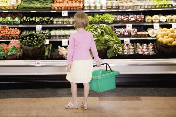 Supermarkets make world-first pact to eliminate single-use plastics