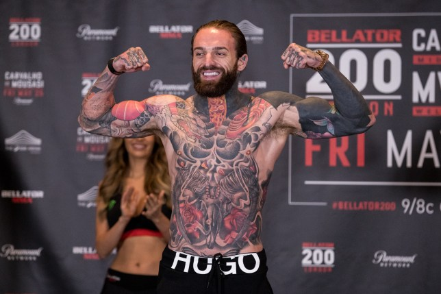 Aaron Chalmers vs Ash Griffiths (Picture: Bellator)