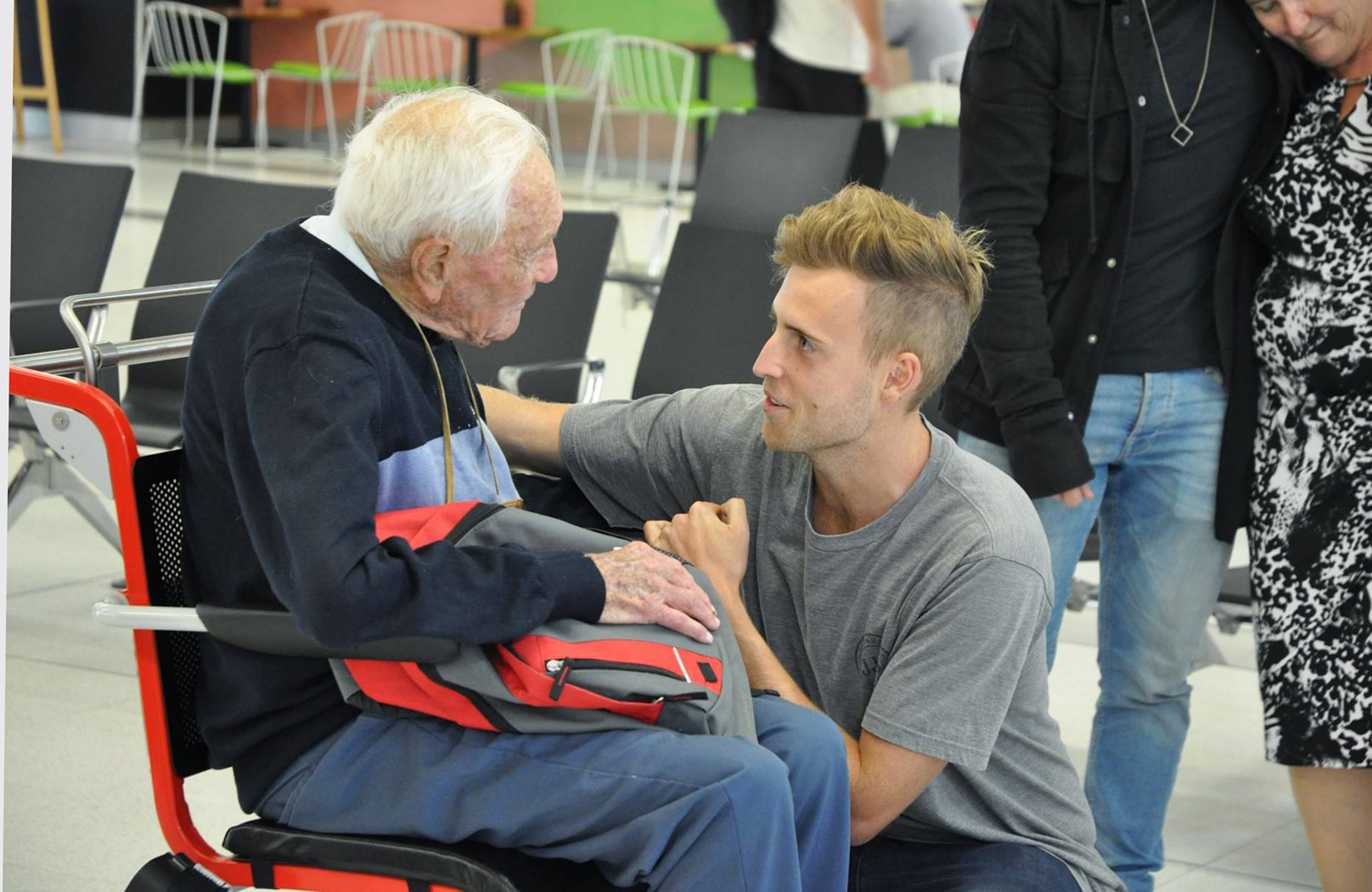104-year-old's heartbreaking goodbye to grandson before flying to euthanasia clinic
