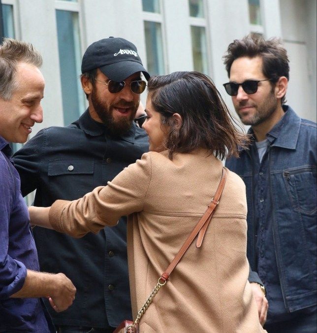 New York, NY - *EXCLUSIVE* - Selena Gomez spotted meeting with friends, including Paul Rudd and wife Julie Yaeger, Justin Theroux and his new girlfriend Petra Collins, and Rooney Mara to catch the play 'Harry Clarke' in the West Village. Gomez was ecstatic to see her friends, smiling and enthusiastically hugging everyone in the group. Pictured: Selena Gomez, Paul Rudd, Justin Theroux BACKGRID USA 6 MAY 2018 BYLINE MUST READ: BlayzenPhotos / BACKGRID USA: +1 310 798 9111 / usasales@backgrid.com UK: +44 208 344 2007 / uksales@backgrid.com *UK Clients - Pictures Containing Children Please Pixelate Face Prior To Publication*