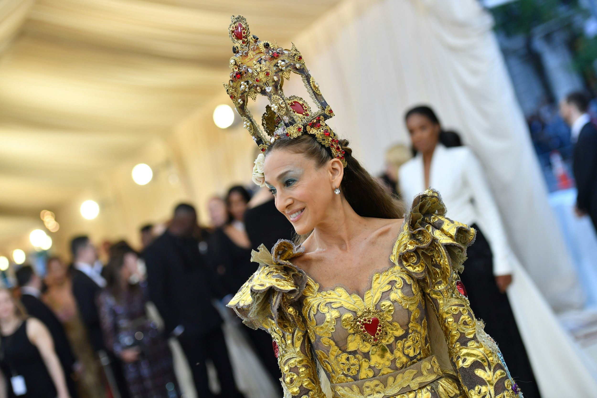 Sarah Jessica Parker arrives for the 2018 Met Gala on May 7, 2018, at the Metropolitan Museum of Art in New York. The Gala raises money for the Metropolitan Museum of Arts Costume Institute. The Gala's 2018 theme is Heavenly Bodies: Fashion and the Catholic Imagination. / AFP PHOTO / Angela WEISSANGELA WEISS/AFP/Getty Images