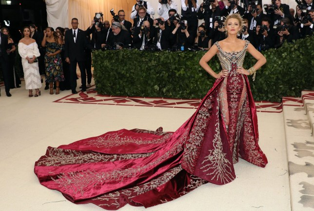 regard détaillé f85e3 1a238 Blake Lively Met Gala 2018 dress took 600 hours to create ...