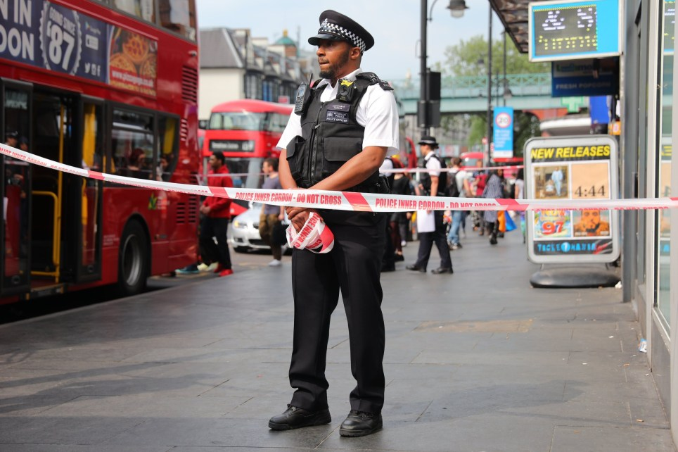 ?? Licensed to London News Pictures. 08/05/2018. London, UK. The scene in Brixton where it is reported that an acid attack has taken place. Photo credit: Rob Pinney/LNP