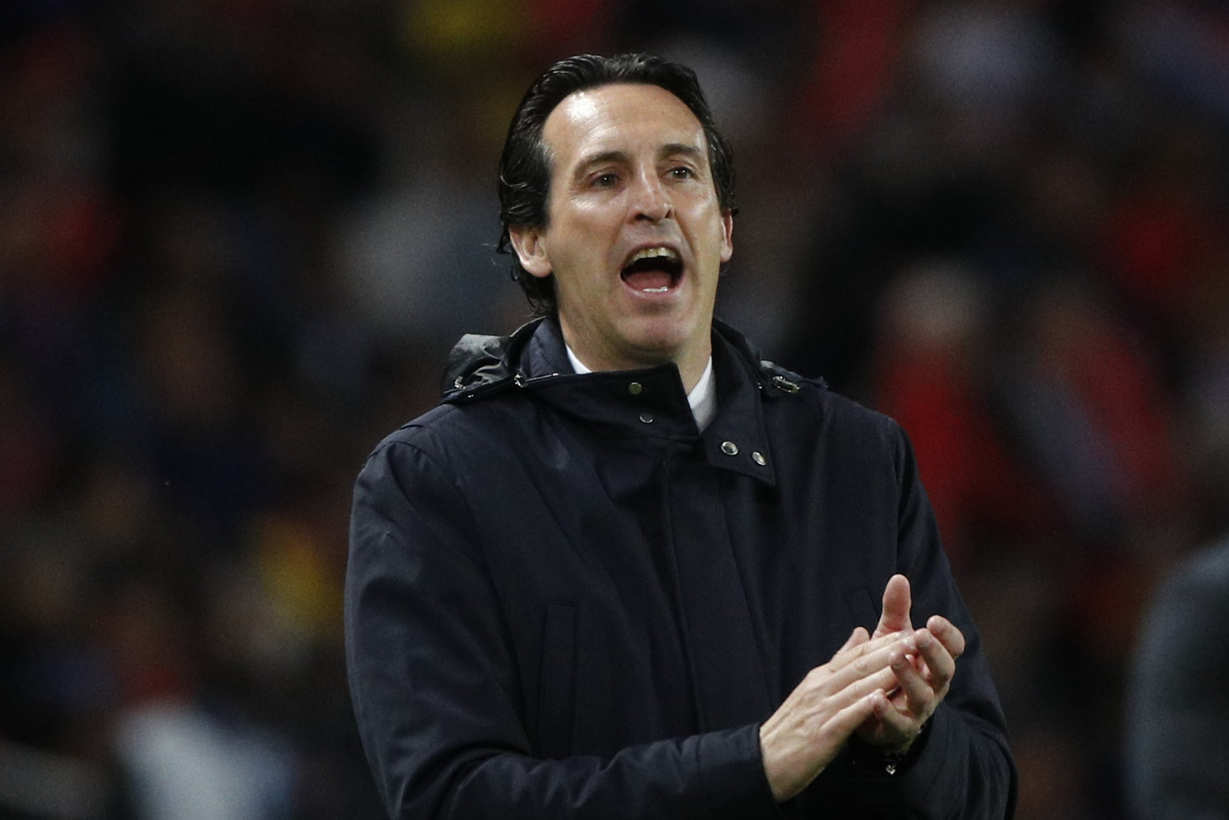 PSG head coach Unai Emery gives directions to his team during their League One soccer match between Paris Saint-Germain and Stade Rennais at the Parc des Princes stadium in Paris, Saturday May 12, 2018. (AP Photo/Christophe Ena)
