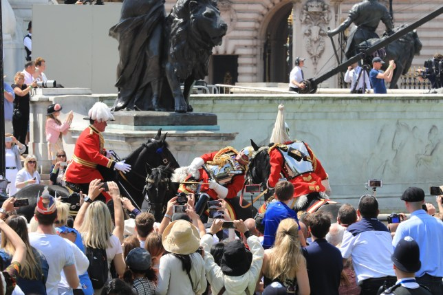 Alamy Live News. P0764X The Mall, London, UK, 9th June 2018. A Queen's guard officer visibly struggles for some time, then eventually falls off his horse in what may have been a fainting attack during the hot sunshine at Trooping the Colour today. The incident happened in front of Buckingham Palace, the officer was riding in close proximity behind her Majesty the Queen's carriage. Credit: Imageplotter News and Sports/Alamy Live News This is an Alamy Live News image and may not be part of your current Alamy deal . If you are unsure, please contact our sales team to check.