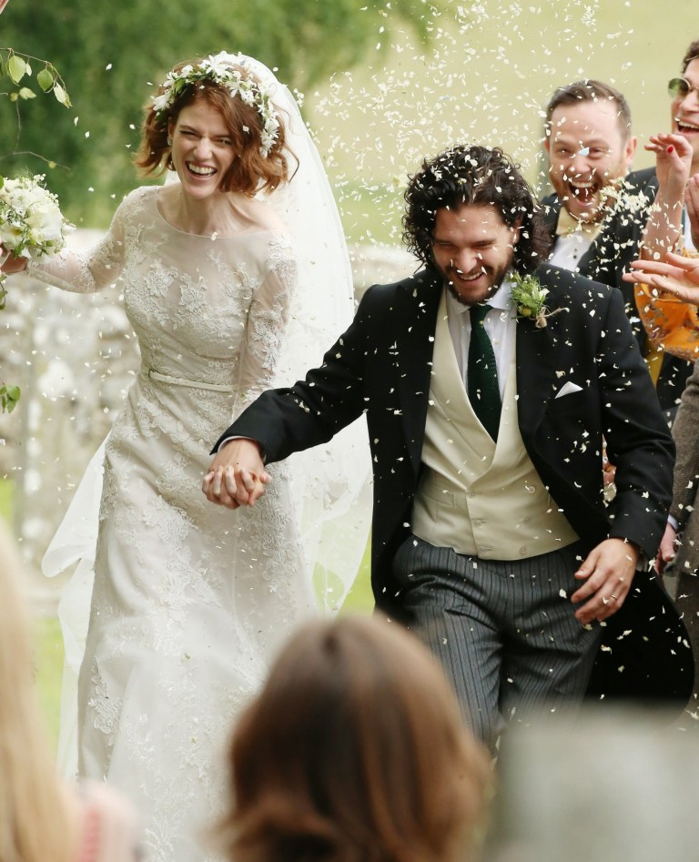 Kit Harington Wedding.Kit Harington And Rose Leslie Wedding Couple Arrive For Their Big