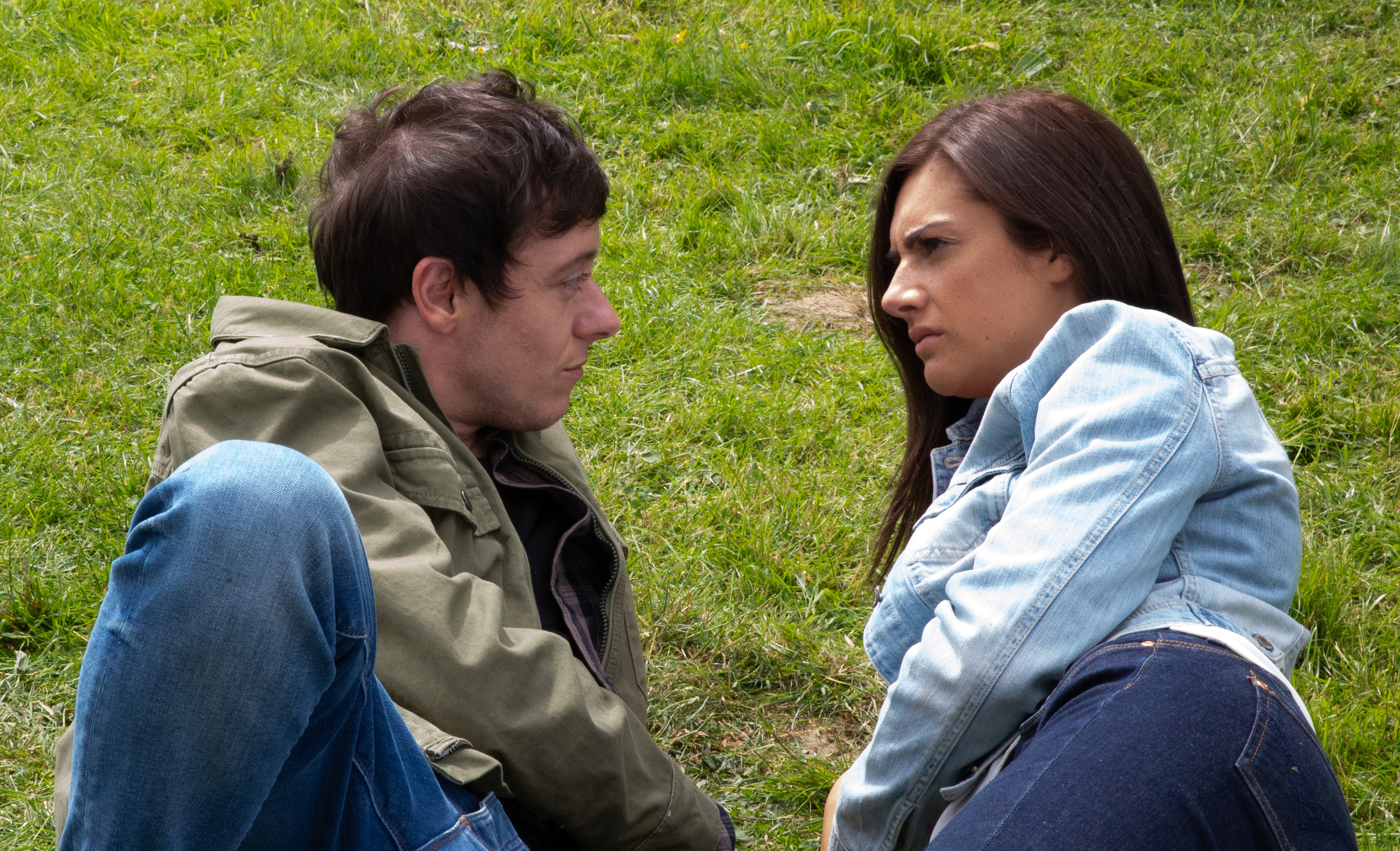 Victoria and Matty get close in Emmerdale