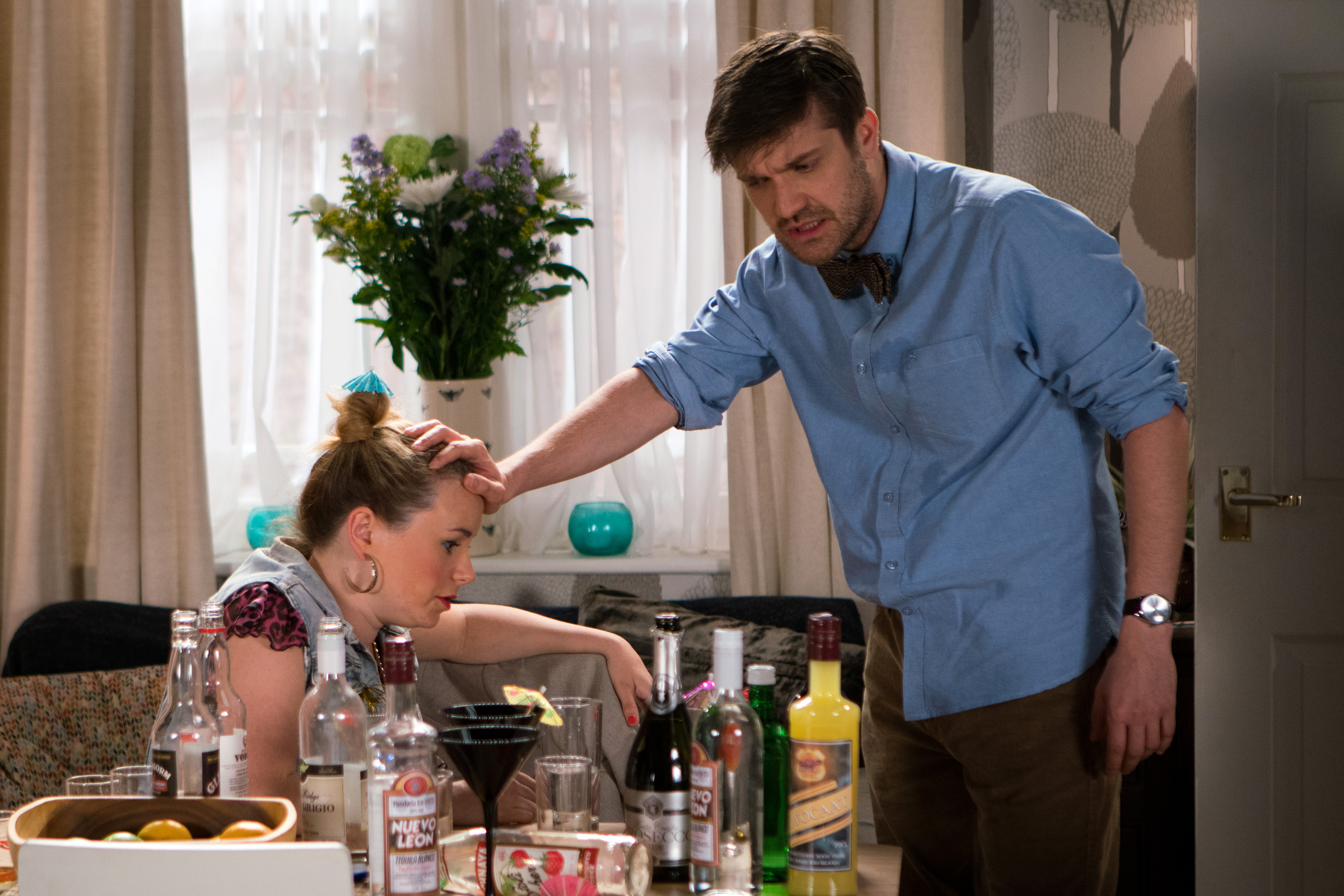 Henry and Gemma make plans in Coronation Street