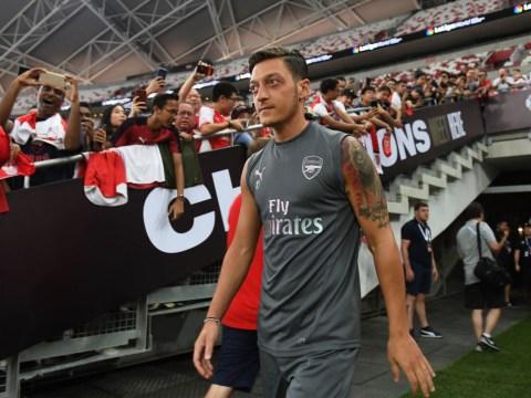 Arsenal fans praise Unai Emery for captaining Mesut Ozil against PSG