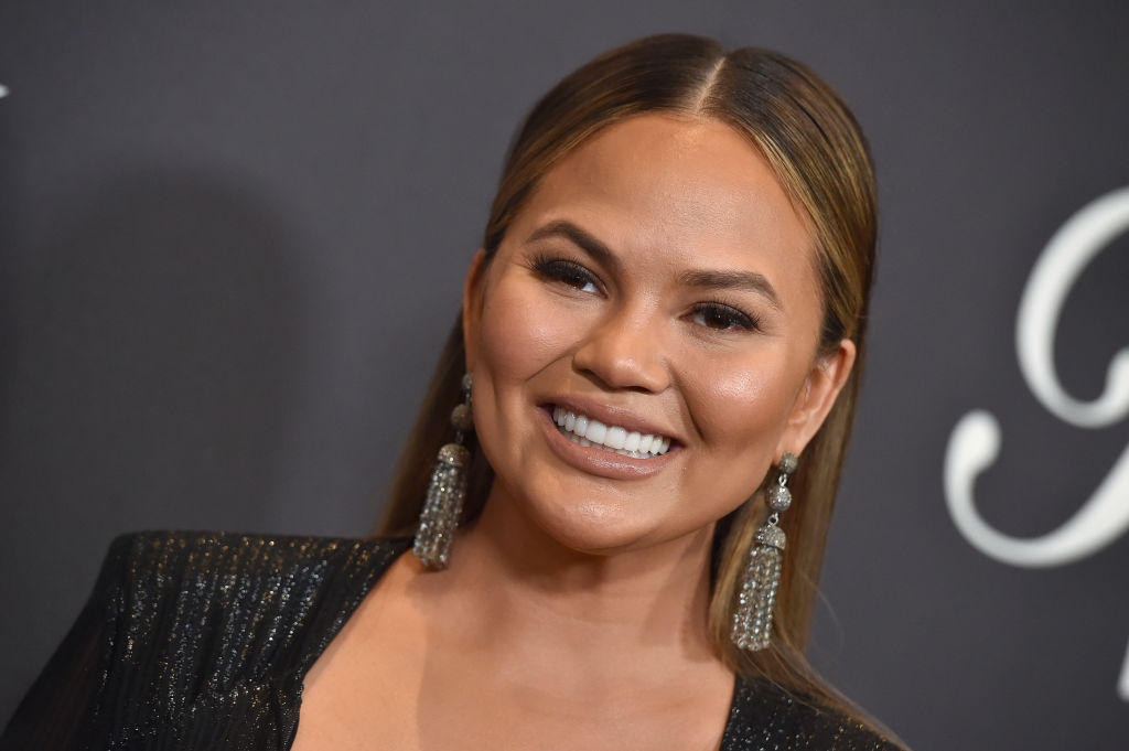Chrissy Teigen shutting down breastfeeding shamers is the boost all mums need