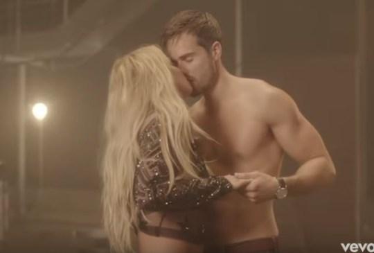 Paul Knops kisses Britney in Make Me video