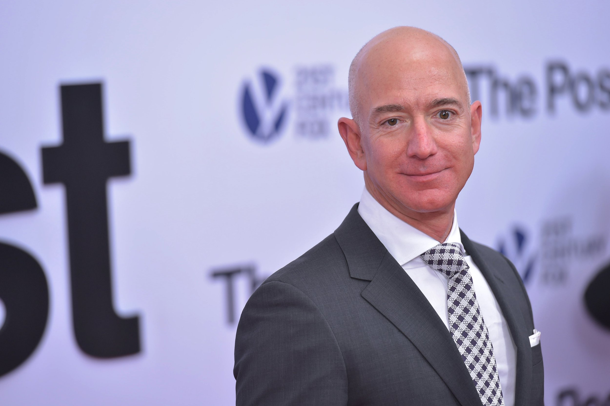 """Amazon CEO Jeff Bezos arrives for the premiere of """"The Post"""" on December 14, 2017, in Washington, DC. / AFP PHOTO / Mandel NGAN (Photo credit should read MANDEL NGAN/AFP/Getty Images)"""