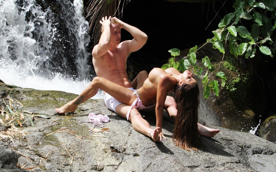 BGUK_1289918 - *PREMIUM-EXCLUSIVE* Thailand, THAILAND - MUST CALL FOR PRICING BEFORE USAGE-NO ONLINE USAGE UNTIL 18:40 PM UK TIME ON 17/7/2018-'Mysterious Girl' Katie Price pictured with personal trainer boyfriend Kris Boyson packing on the PDA at romantic scenic waterfalls in Thailand. The Model was seen showing off her enviable bikini body as she went topless on the rocks while smooching Kris! Pictured: Katie Price - Kris Boyson BACKGRID UK 15 JULY 2018 UK: +44 208 344 2007 / uksales@backgrid.com USA: +1 310 798 9111 / usasales@backgrid.com *UK Clients - Pictures Containing Children Please Pixelate Face Prior To Publication*