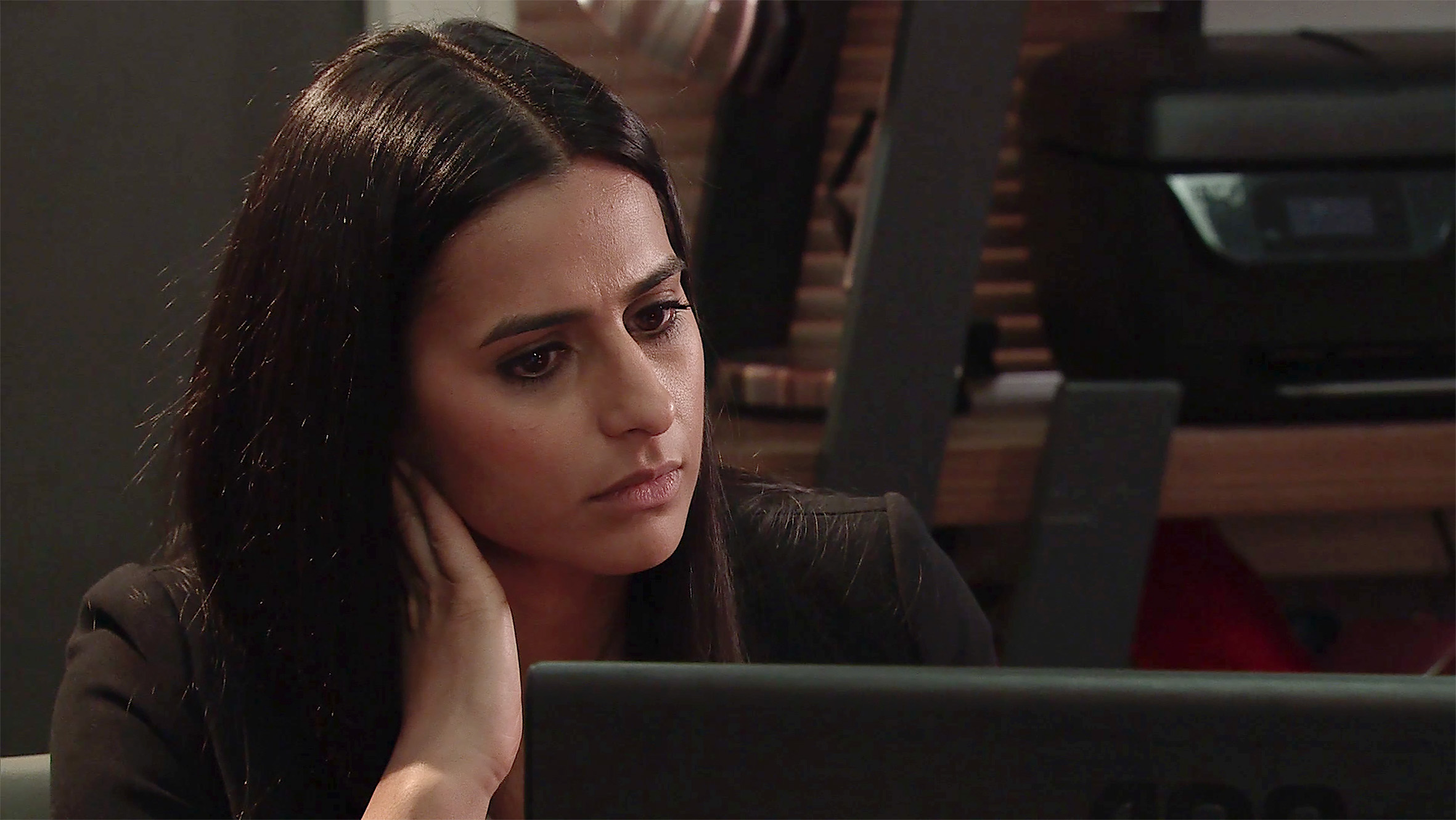 Alya gets a message from Aidan in Coronation Street