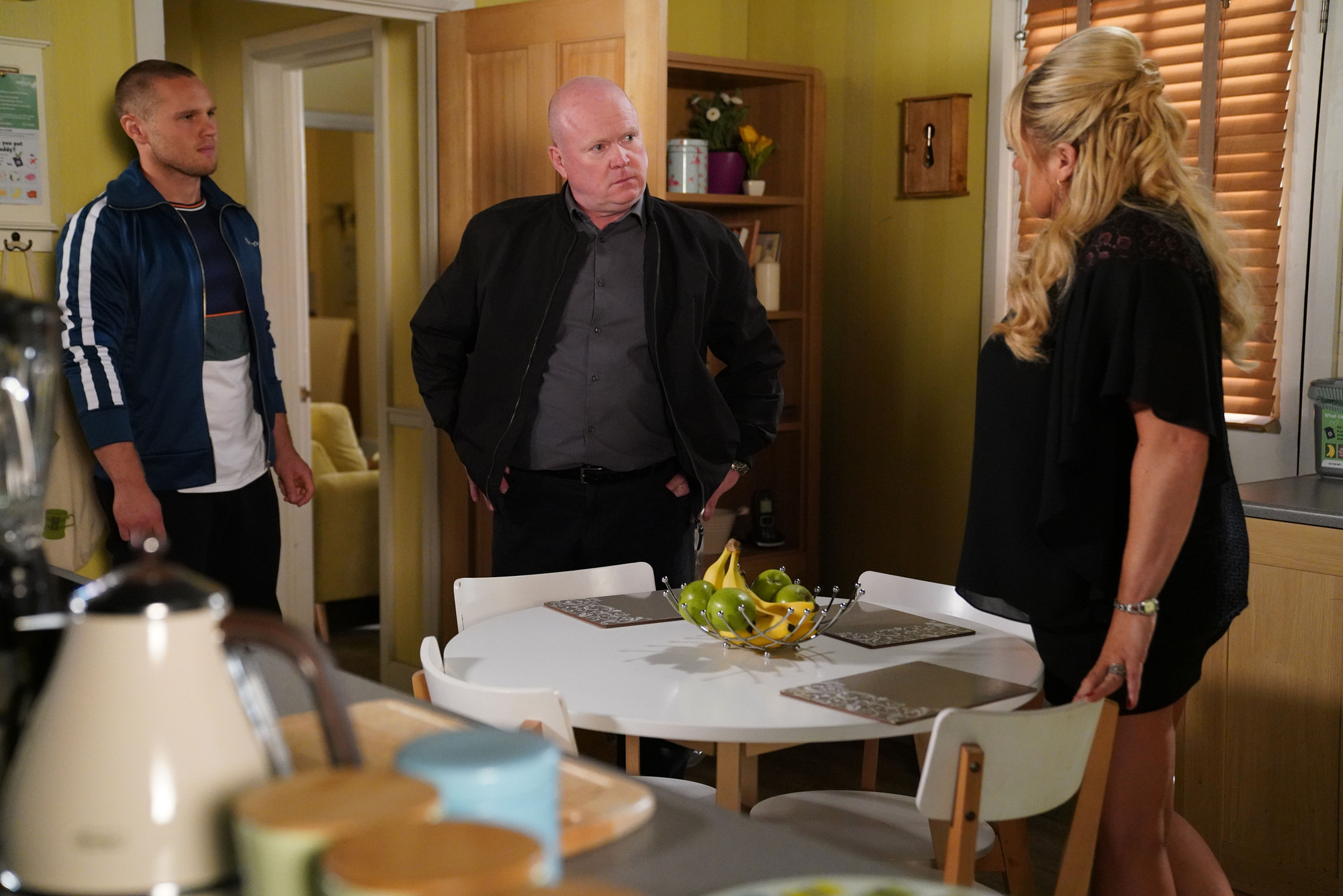 EastEnders spoilers: Sharon Mitchell's affair with Keanu Taylor revealed after Phil attack?